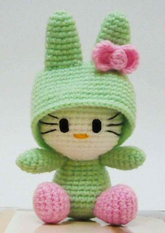 Mini Hello Kitty Amigurumi Patron : Amigurumi Hello kitty in Bunny Costume.