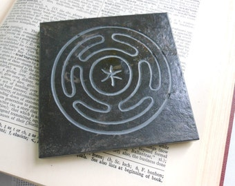 HECATE ALTAR TILE, Hekate's Wheel Art Tile, Carved Slate Stone Art Coaster, Diety Stone, Altar Stone, Goddess Offering, Hekate Wiccan Decor