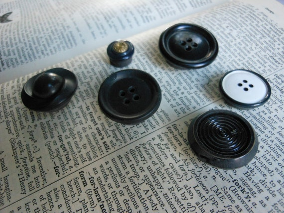 VINTAGE BUTTON MAGNETS - Black Refrigerator Magnets - Upcycled Note Holders