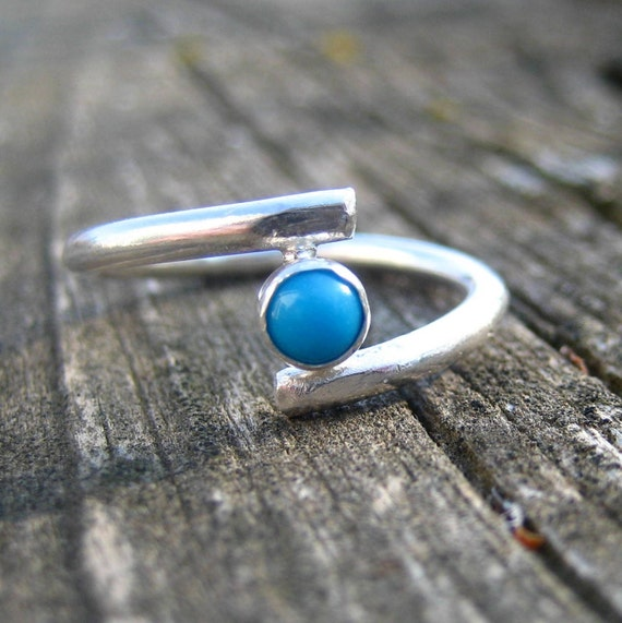 Floating- A turquoise and fine silver ring, size 6.5