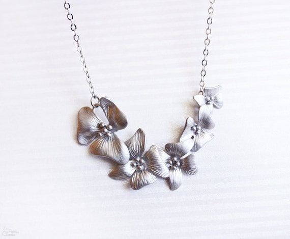 Orchid - delicate flower necklace