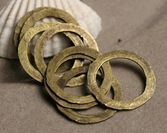 Hand hammered large antique brass ring aprox 20mm in diameter, 8 pcs (item ID ABX2702-0.5K)