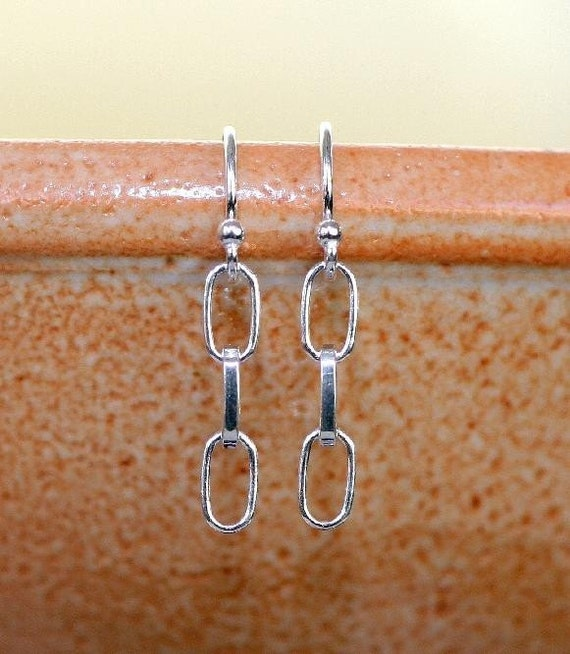 Destash CLEARNACE SALE - Sterling Silver Simple Triple Oval Link Chain Dangle French Wire Earring - E1