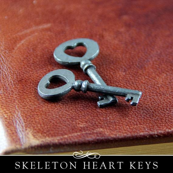 Skeleton Key with Heart. Adorable Small Metal Decorative Skeleton Key. 2 Pack. KCH-IRON