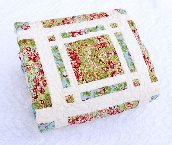 ON SALE -- Small Cottage Maze Quilt