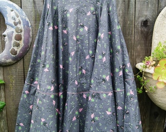 Butterflies on Gray Days. Awesome full circle 1950s skirt . With tulle petticoat. XS
