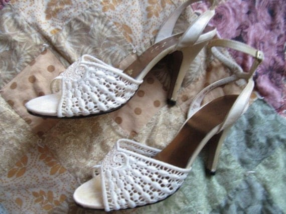 Vintage Crochet Lace Party Heels Size 7 to 7.5 Strappy Ankle