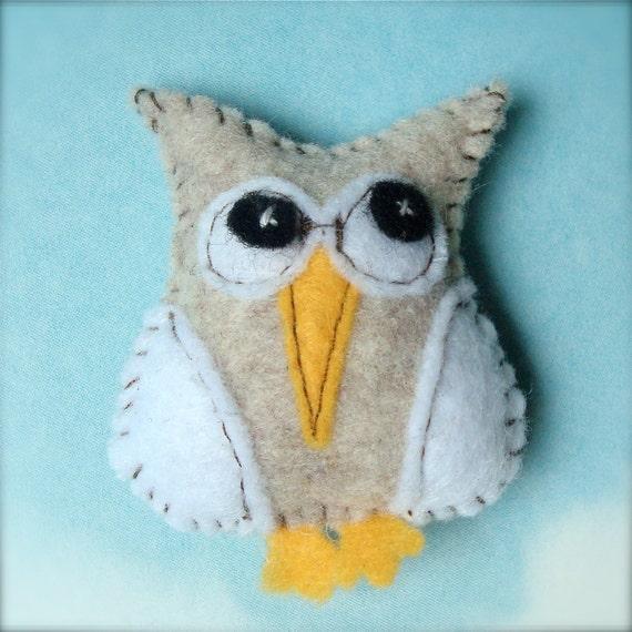 Tiny Felt Owl Magnet - No. 10 - Cream