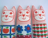 Vintage retro fabric softie cats 70s apple fabric, hearts