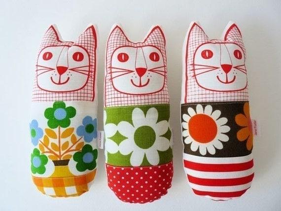 Scandinavian vintage fabric cats