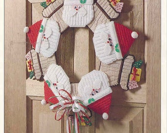 Santa Wreath ~  plastic canvas pattern   ~ Christmas pattern