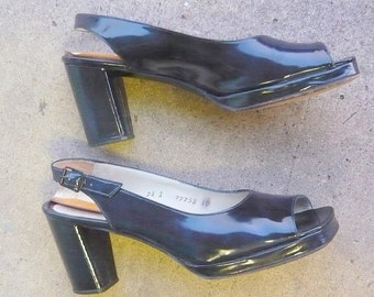Genuine 1970s Peeptoe PLATFORM Shoes / size 7.5 Eu 38 UK 5 / BLUE Patent Leather Heels / Narrow Width  made Italy