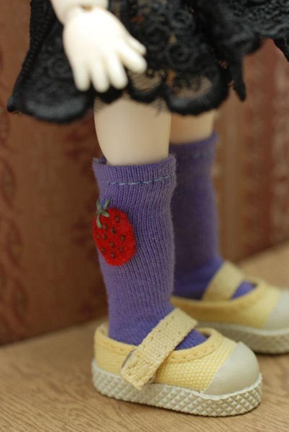Latidoll yellow socks - red strawberries