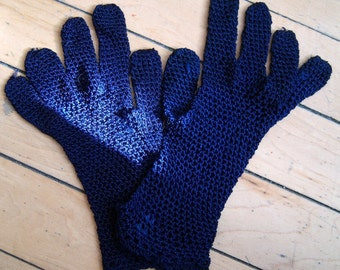 Tiny Vintage Crocheted Gloves in Navy