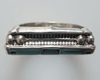 1961 Ford Galaxie Ring in White/Gold Bronze