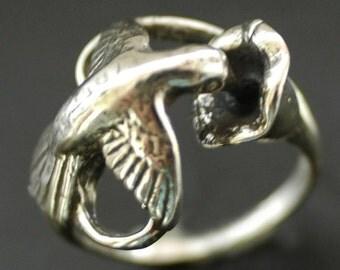 Hummingbird Nectar Ring in White or Gold Bronze