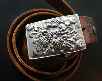 Mum Flower Boho Belt Buckle in White or Gold Bronze