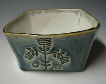 Squared bowl with fleur de lys design
