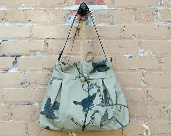 Blackbirds on Tabacco Bag - - - Key Fob - - 3 Pockets