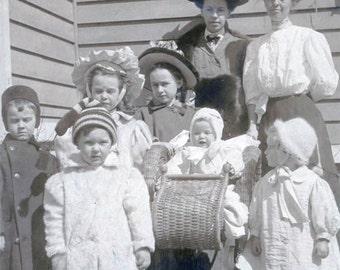 Beautiful Children and Baby w Moms 1909 original vintage photo