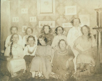 1909 Pajama party girls