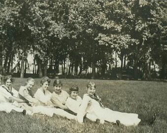 1915 Women Line up in Field vintage photo