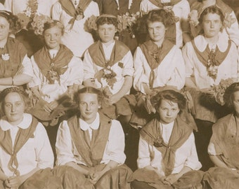 1909 Scandinavian Day Girls Seward Park Chicago vintage photo