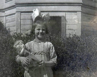 vintage photo Girl w Doll