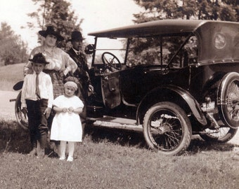 vintage photo Amazing Family by old CAR photograph