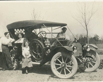 vintage photo Women around the car Girls from College