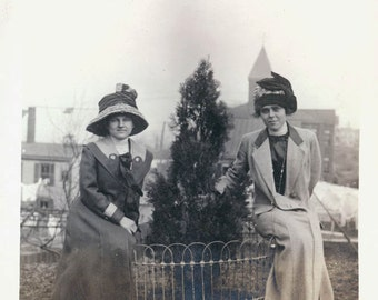 vintage photo 1911 Haledone NJ 2 Women in Big Hats sit by Tree