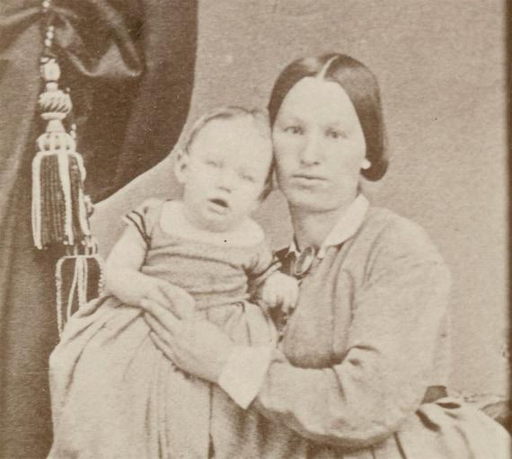 Vintage photo Mother and Baby CDV Carte de Visite Napa California