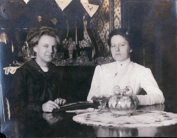 vintage photo Women Look at Photo Album by Flash Light 1911