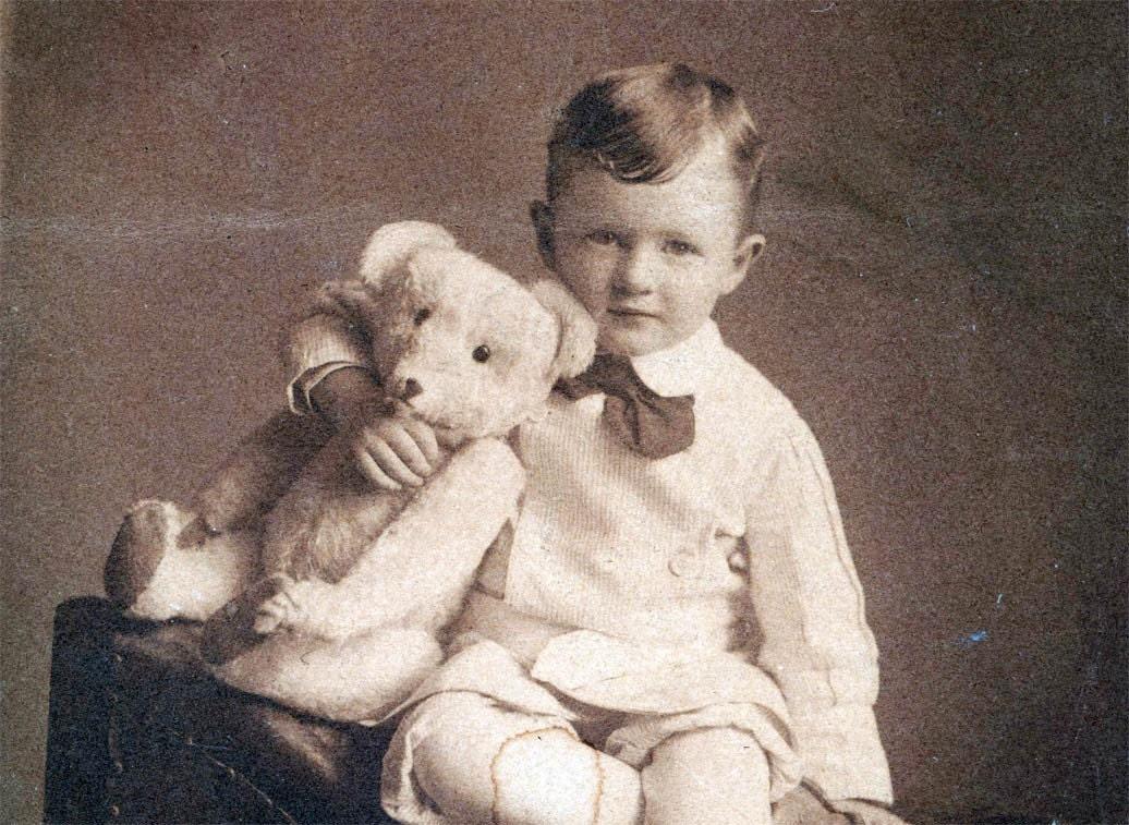 enfants et doudous on pinterest teddy bears vintage photos and bears. Black Bedroom Furniture Sets. Home Design Ideas