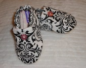 Tiny Toes Soft-Soled Infant Shoes -  Black and White Damask with Pink Buttons 3 - 6 months