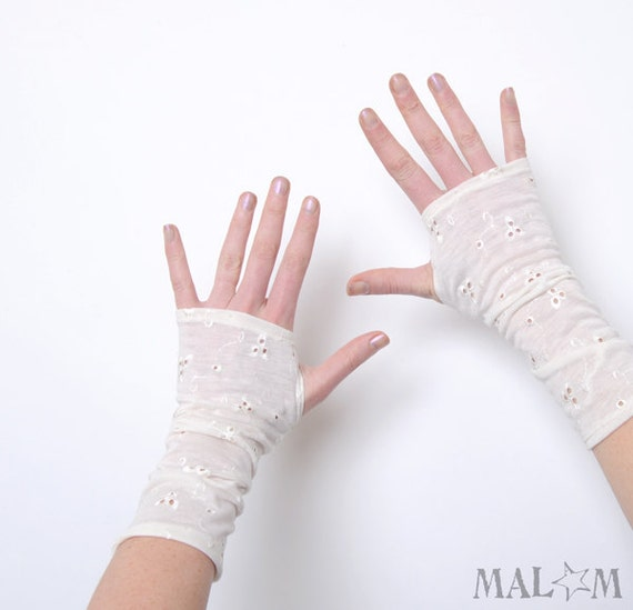 White armwarmers - Broderie anglaise