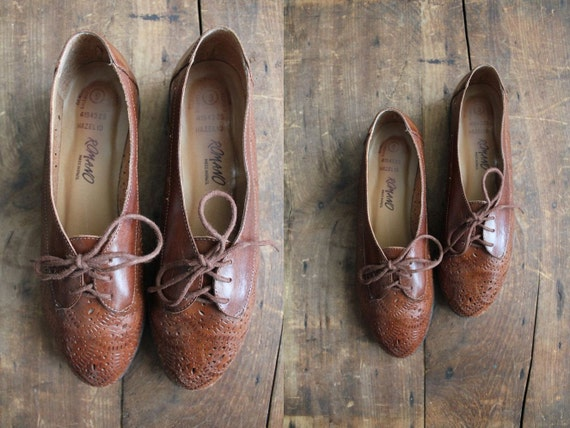 vintage ethnic leather cut out oxford flats / size 9