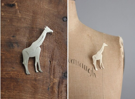 vintage metal giraffe brooch