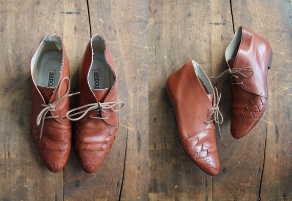 vintage Italian leather ankle boots / size 6.5