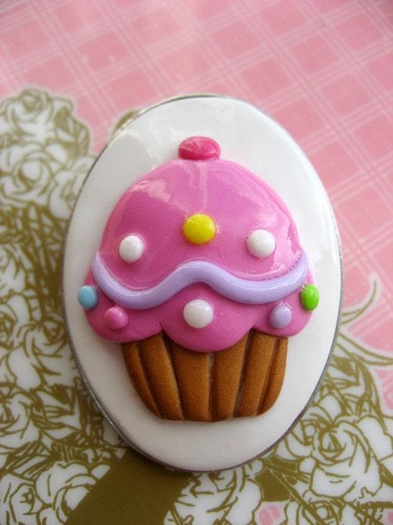 Pink cupcake cameo