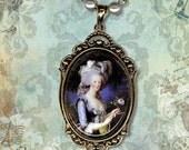 Marie Antoinette Frame Necklace - Vintage Paris Fashion - Art Masters Collection - Marie Antoinette a la Rose