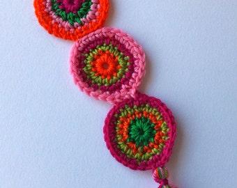 crochet bookmark spicy hot circles