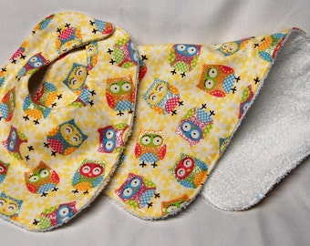 Bib and Burp Cloth Set, Baby Shower Gift, Welcome Baby Gift: Glittery Owls