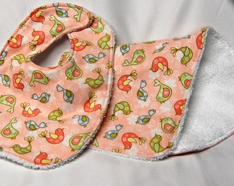 Baby Girl Bib and Burp Cloth Set, Baby Shower Gift, Welcome Baby Gift: Love Birds on Peach