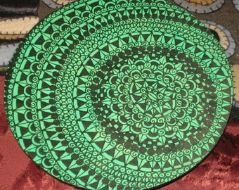 Drawing Design On Wooden Circle GREEN