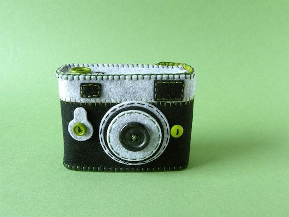 Japan Relief: Camera Camera Case -Analogu No.40 (black/green tea)