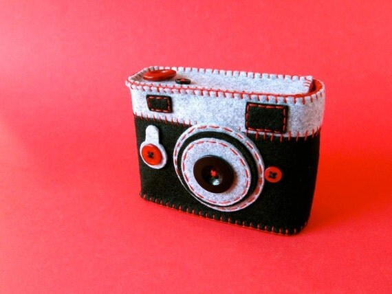 Japan Relief: Camera Camera Case -Analogu No.42 (red)