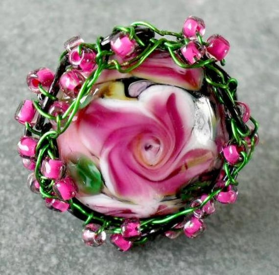FINGER ROSE HelensHarvest Lampwork Glass Fuchsia Rose Handmade Beaded Ring sz 8.5