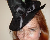 Glamorous mini witch hat with green feathers for Halloween costume