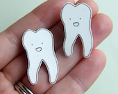 Tooth - Small Illustrated Pin Badge